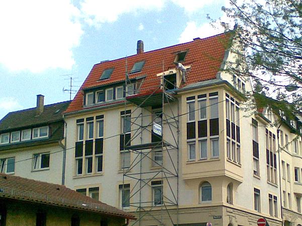 Montage einer zusätzlichen Dachgaube komplett mit Fenster und Blecharbeiten.